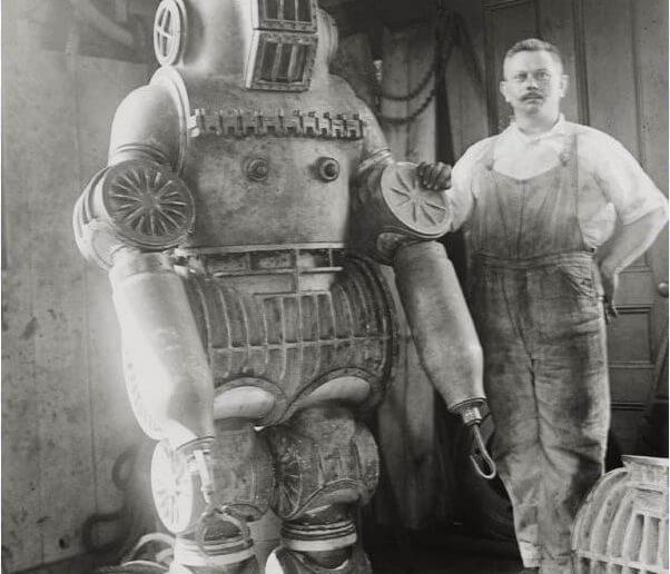 Изобретатель подводного костюма
