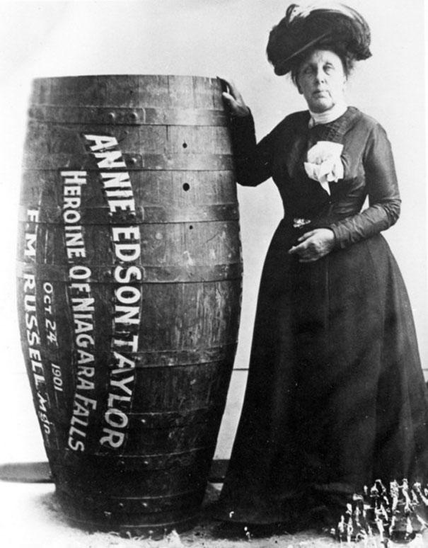 Э́нни Э́дсон Те́йлор — американская искательница приключений. 24 октября 1901 года, в свой 63-й день рождения, первой в мире преодолела Ниагарский водопад в деревянной бочке.