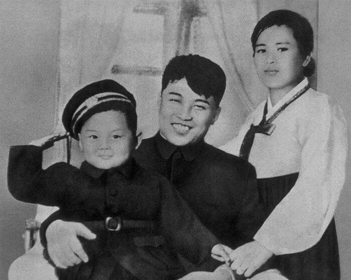 Ким Чен Ир со своим отцом, Ким Ир Сеном