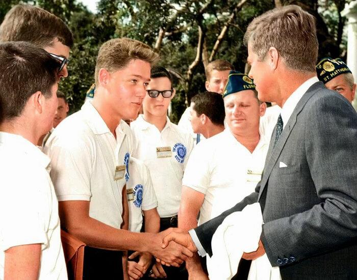 Молодой Билл Клинтон пожимает руку президенту Джону Ф. Кеннеди