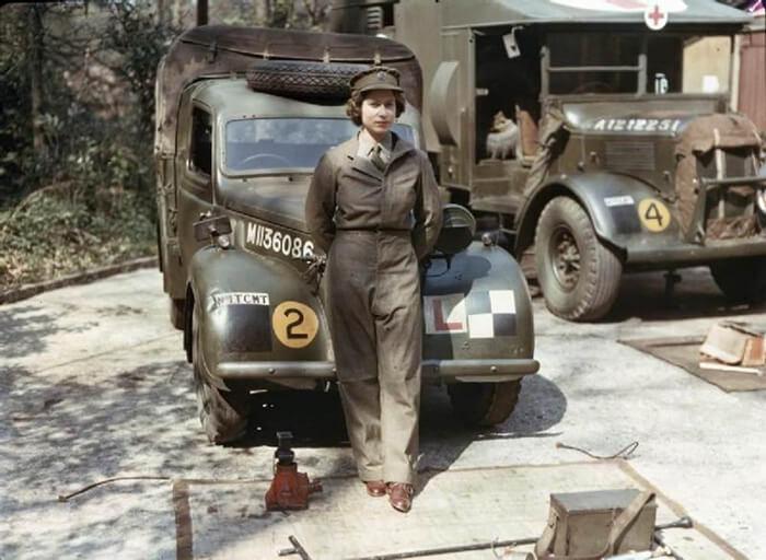 Восемнадцатилетняя английская принцесса Елизавета на службе во время Второй мировой войны