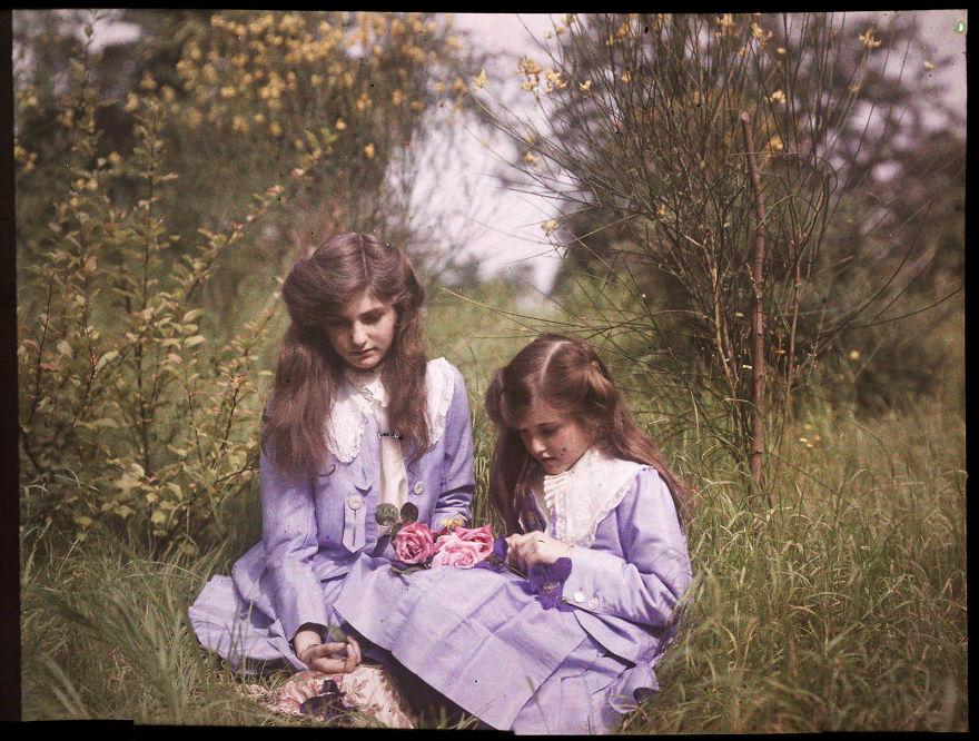 Две Сестры сидящие в саду, 1911