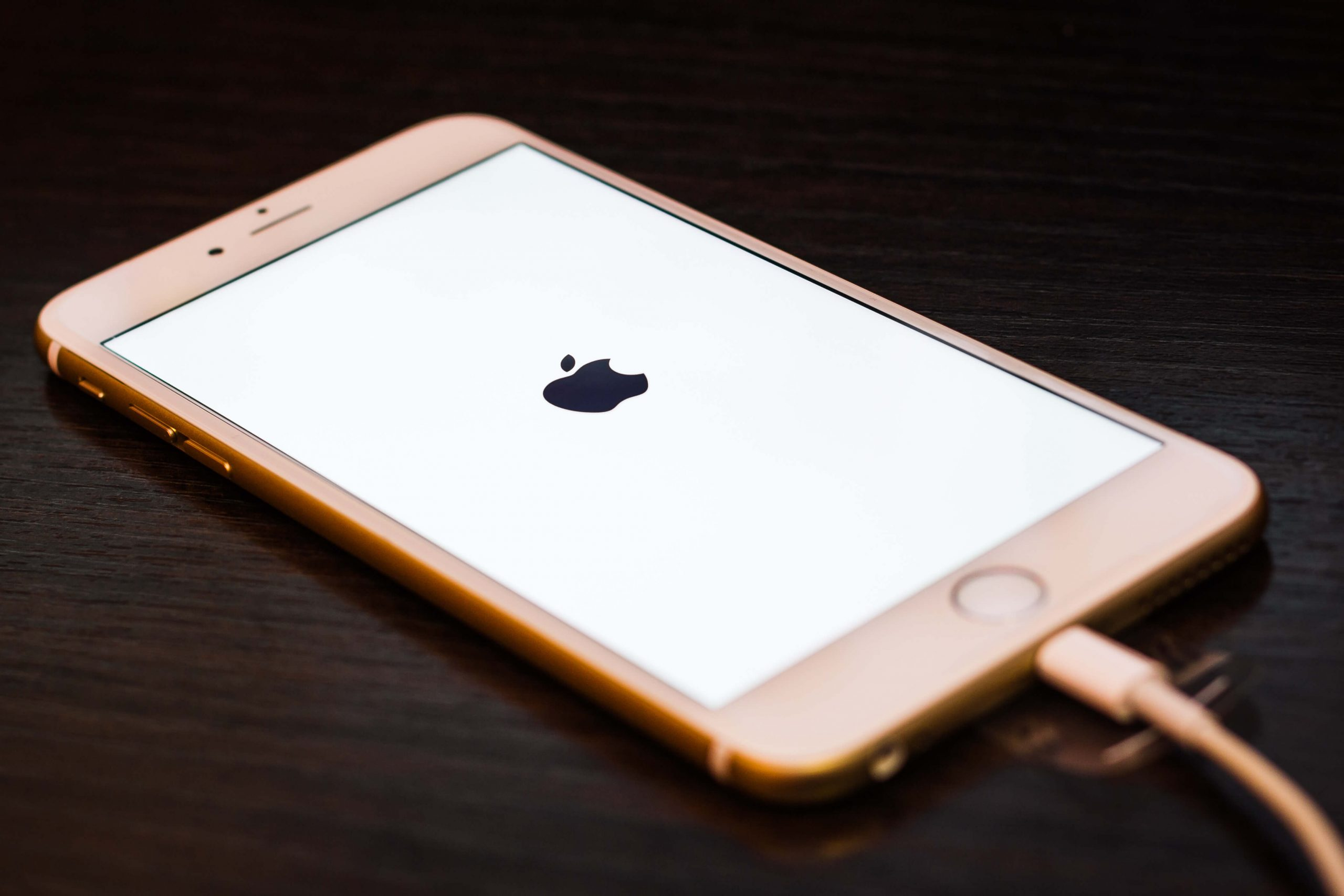 white-screen-iphone