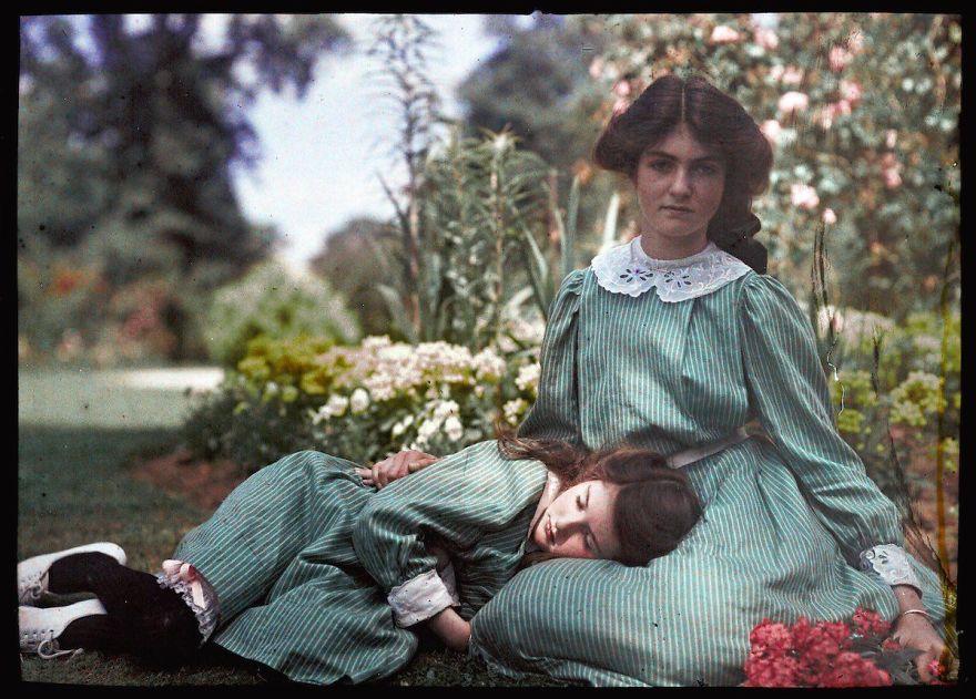 Автохром двух сестер, 1908 г.