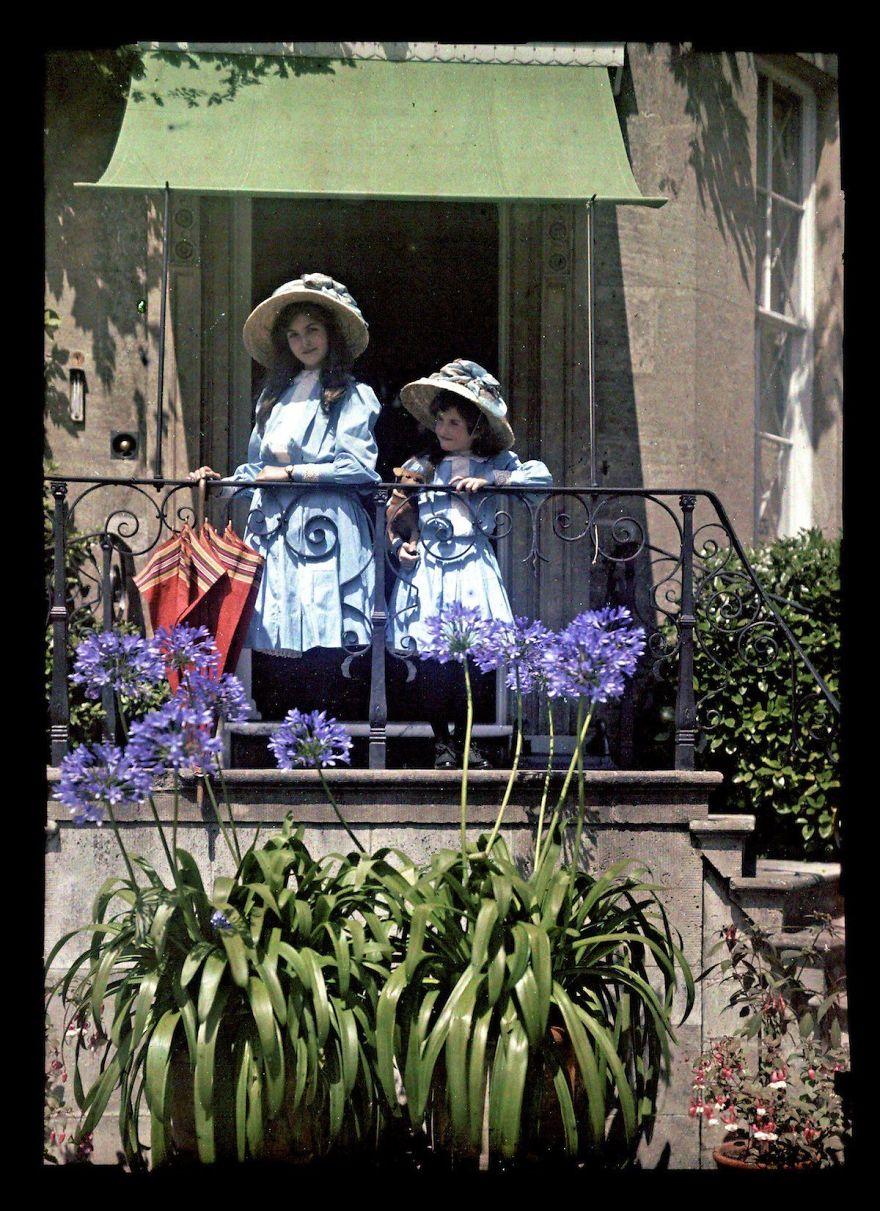 Две девушки на балконе, 1908 г.