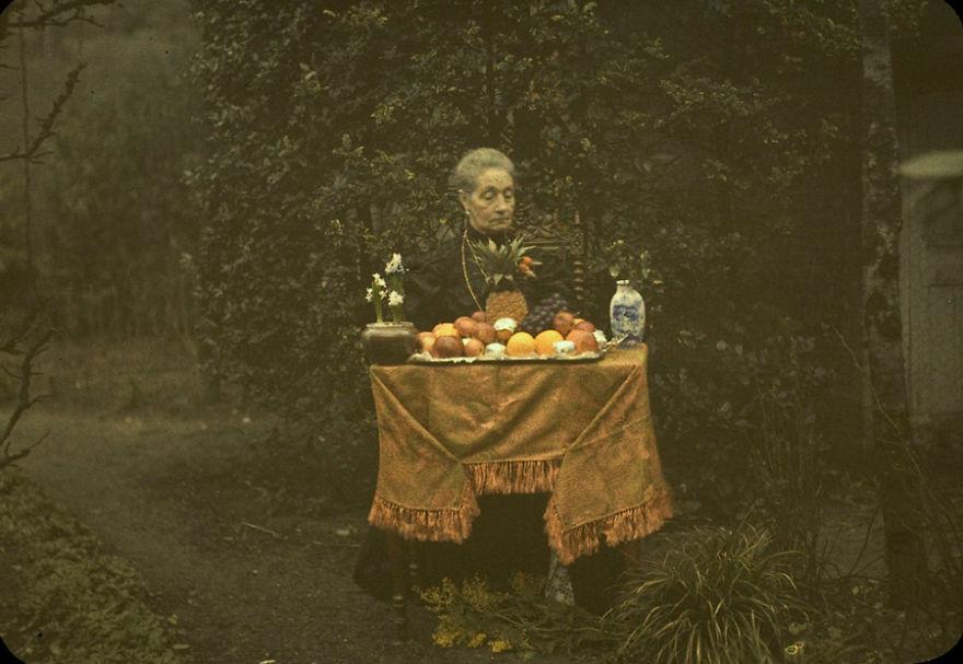 Леди и фруктовая тарелка