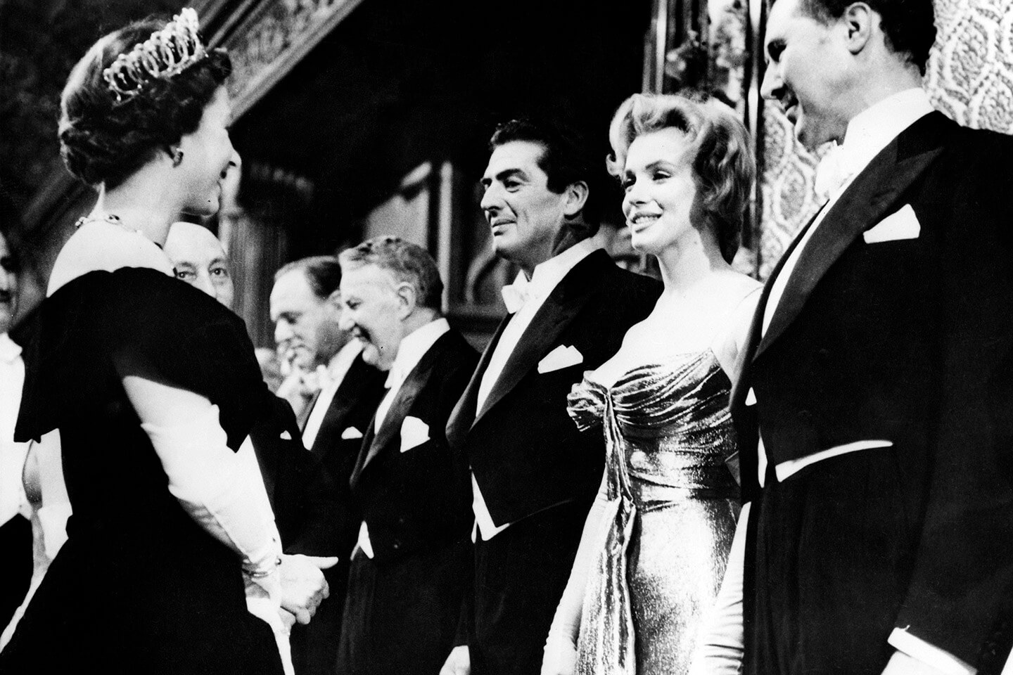marilyn-monroe-queen-elizabeth-ii-meet