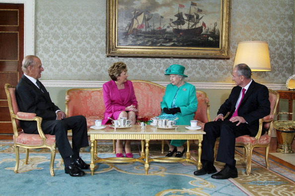 tea-meeting-queen-of-great-britain
